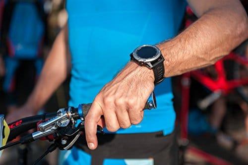 Garmin Fenix 3 HR während einer sportlichen Aktivität